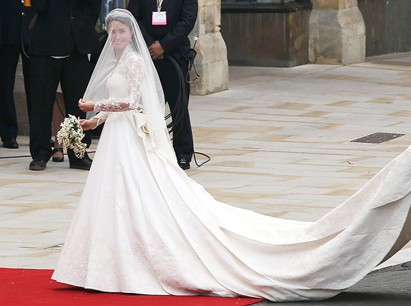 kate middleton royal wedding dress alexander mcqueen sarah burton