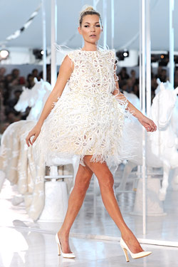 kate moss louis vuitton runway