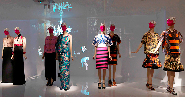 Schiaparelli and Prada: Impossible Conversations met